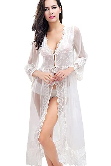 Short kimono in cool satin with lace